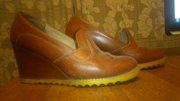 туфли женские кожаные коричневые на танкетке