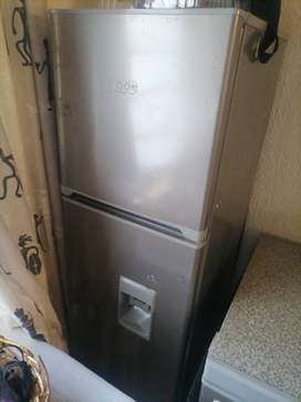 KIC REFRIGERATOR WITH WATER DISPENCER