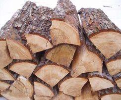 Сухие дрова. Колотые сосновые дрова. Сухая сосна. Береза, ольха
