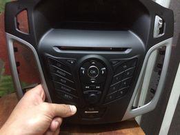 Накладка на панель, дисплей часов, клавиатура Ford Focus 2013 года