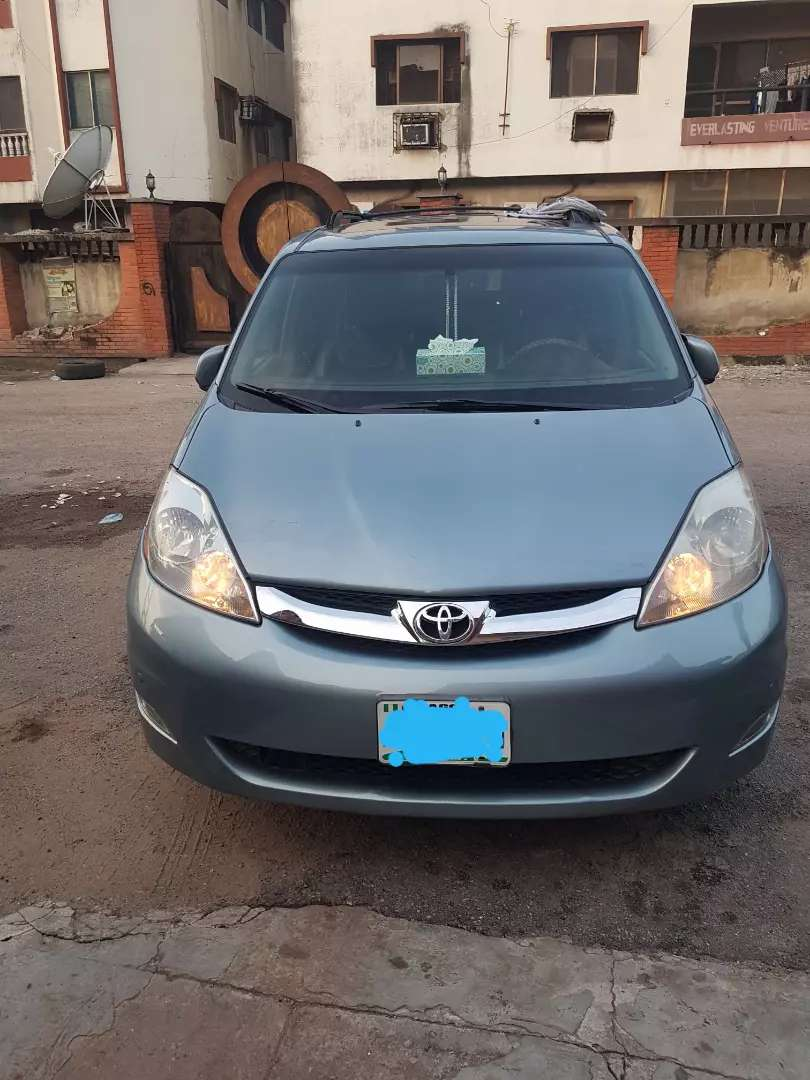 Toyota Sienna 09 awd full options for sale 0