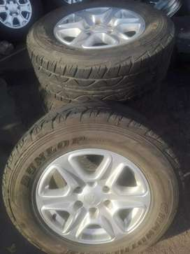 Ford Ranger original alloy mags size 17 and tyres