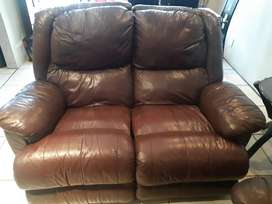4 seater leather couches with 2x recliners