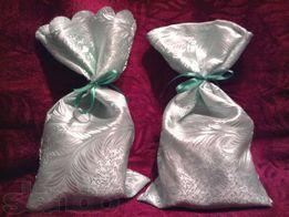 Мешочки для подарков из блестящей ткани, перевязаны лентой