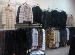 Торговое оборудование б/у (стеллажи / мебель) для одежды и обуви
