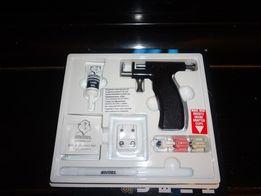 Прокол ушей дома пистолетом. Пирсинг .Опыт работы 19 лет
