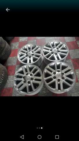 "17"" Toyota Twin spoke hilux mags wheels"