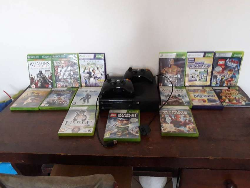 Xbox 360 with games and Kinect 0