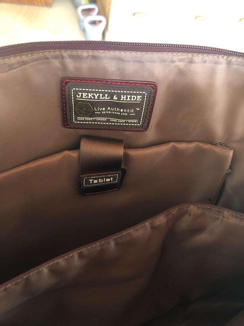 Genuine leather Jekkyl &Hide bag and mathing wallet for sale R4000 0
