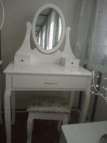110 Toaletka z lustrem i taboretem