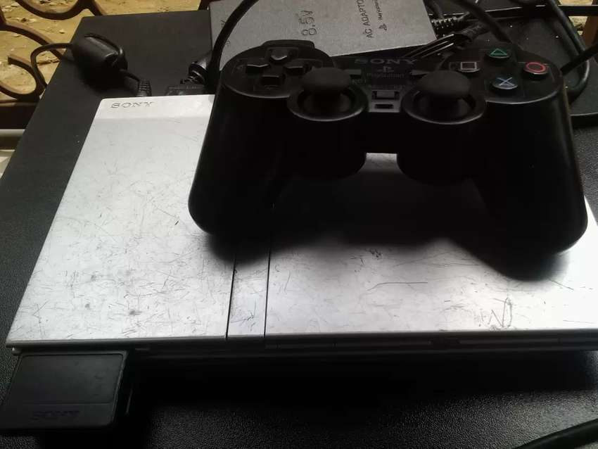 PlayStation 2 (silver ) 0