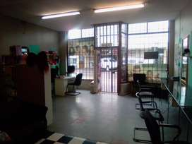 chair to rent in a salon for haircut in wynberg