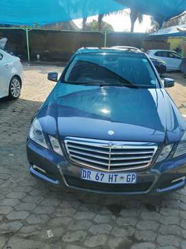 2010 Mercedes-Benz E-Class Sedan With sunroof E350