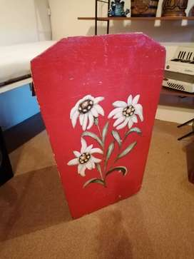 Note Stand - Edelweiss Themed wooden note stand