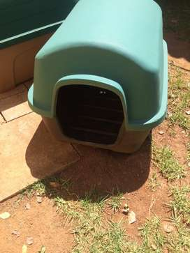 Am selling the dog house