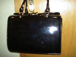 Стильная черная лаковая женская сумка