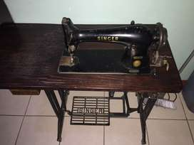 Singer 31k32 industrial sewing machine for sale R1800 with motor.