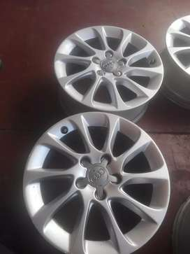 Audi  A3/A4 original alloy mags size 16 aset still in good condition