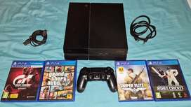 Playstation 4, Controller and 4 Games Including GTA 5