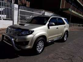 Toyota fortuner 3.0 4×4 gold in color leather interior