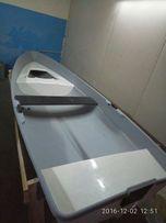 Лодка гребная пластиковая
