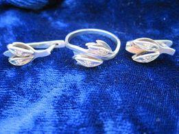 Набор-серьги и кольцо с цирконием серебренные