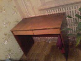 советский крепкий письменный стол. м-н Горизонт