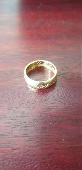 18ct Gold Lord of the rings