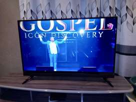 Philips TV,DSTV AND TV STAND. All R5000