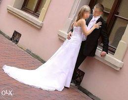 Suknia ślubna z trenem firmy Mori Lee