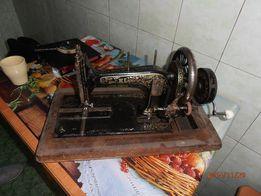 Продам антикварную швейную машинку