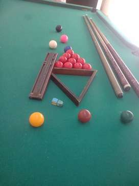 Snooker bord with asseseries
