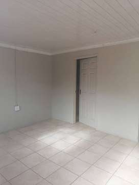 Bachelor flat available in Greenside