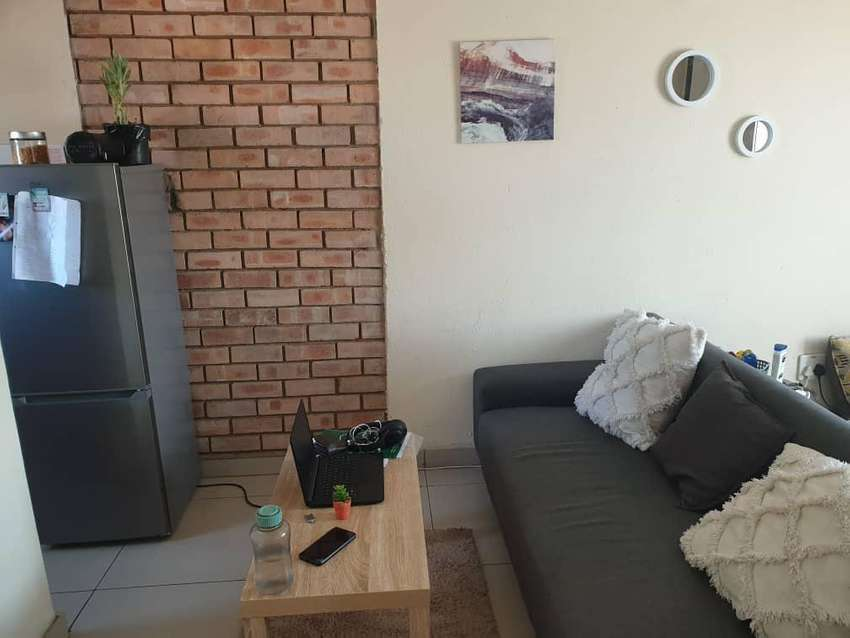 Large bachelor flat to rent- Ivy Park