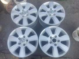 VW T5/VW Amarok original alloy mags size 16 still in good condition