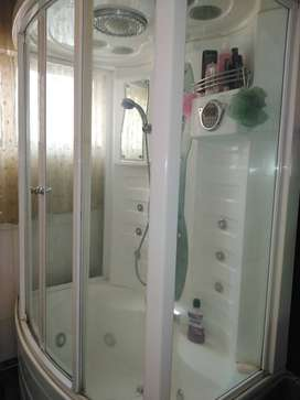 Steamroom and Jacuzzi for sale