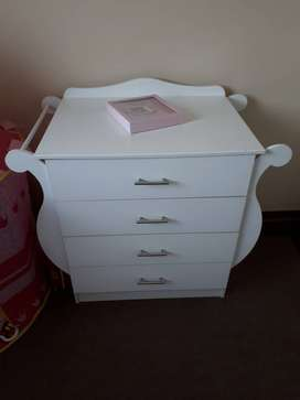 Sleigh cot and chest of drawers