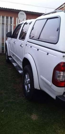 very releable bakkie with canopy