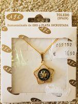 Цепочка с кулоном, инкрустированным 24-каратным золотом
