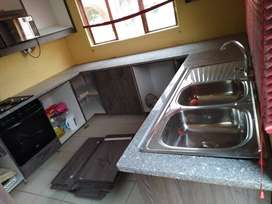Granite and quartz tops installer