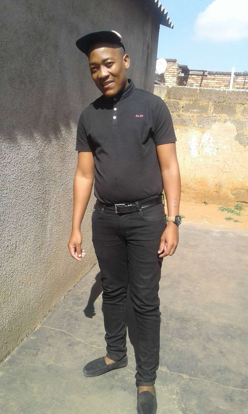 HARD WORKING GUY LOOKING FOR A JOB PART OR FULL TIME AROUND GAUTENG 0