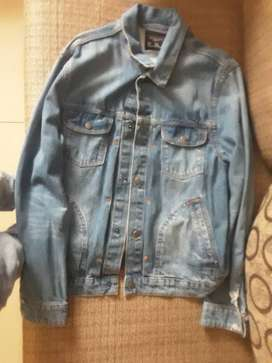 Good day i am selling jeans and jacket for as cheap as R350