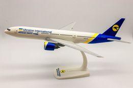 Модель самолета МАУ Boeing 777 масштаб 1:200(32см) 1:500 (метал) Herpa