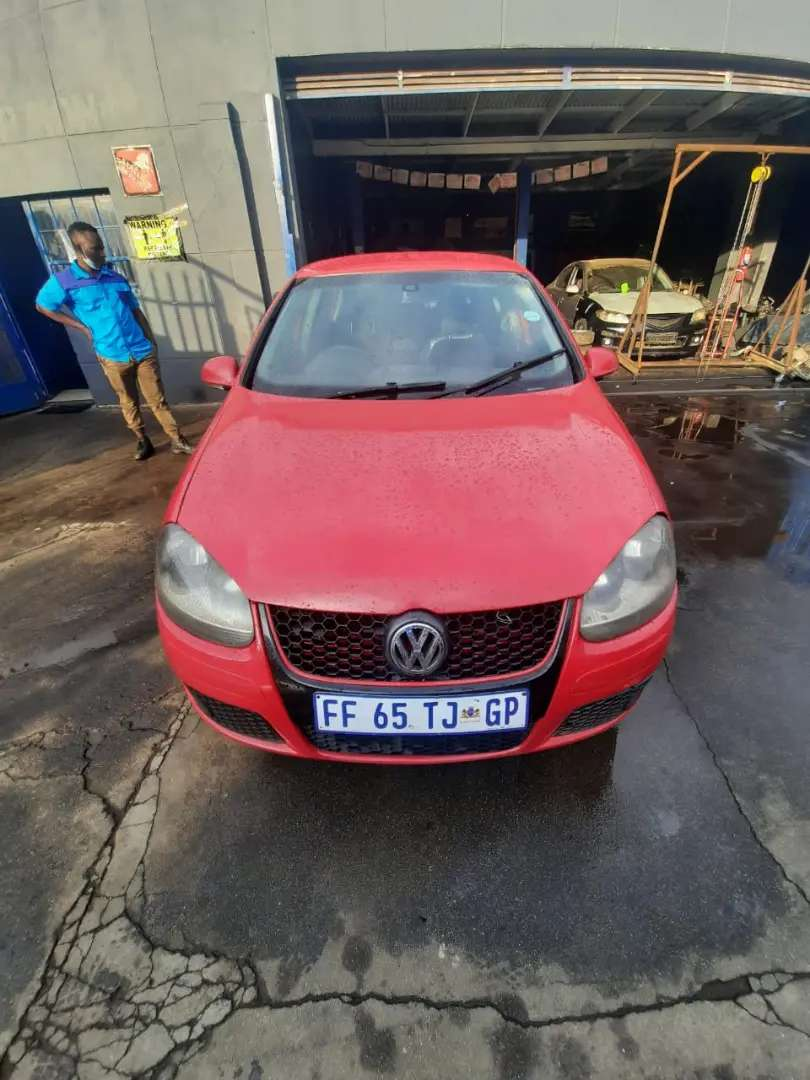 GOLF Five 1.6 2005 MODEL DRIVING PERFECTLY, CLEAN INTERIOR, MAGS,
