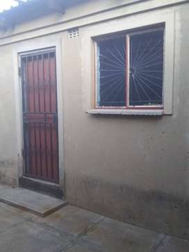 Big Room to rent for R1000 in katlehong Siluma view