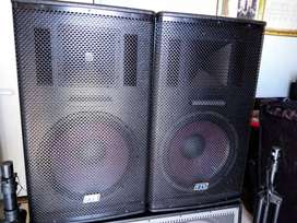 2 FTS High speakers, DXN Bass bin, FTS6000 AMP, FTS XO2030 crossover..