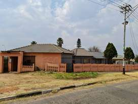 4 BEDROOMED HOUSE + 5 OUTSIDE ROOMS FOR SALE IN SOUTH HILLS