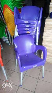 This is a brand new plastic restaurant chair 0