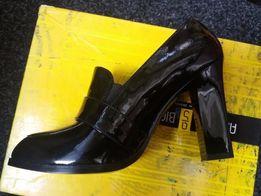 Продам фирменные кожаные туфли !!! РАСПРОДАЖА !!!