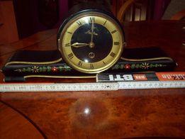 stary zegar na komodę
